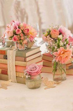 Decorazioni per il matrimonio: le più belle - Centrotavola shabby chic con libri