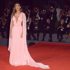 Belen Rodriguez arriva in ritardo al Festival del Cinema