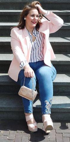 cbb153304e7 12 looks que te ensinam a usar cor de rosa no look trabalho. Roupas Plus  SizePlus ...