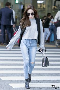 Jessica Jung (제시카 정) at the airport. Snsd Fashion, Asian Fashion, Girl Fashion, Fashion Outfits, Girls Generation, Jessica Jung Fashion, Jessica Jung Style, Krystal Jung Fashion, Athleisure