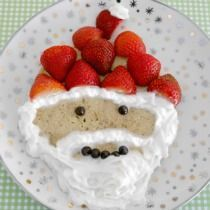 Low Carb Santa Pancake - fun festive food for the whole family! Best Keto Pancakes, Low Carb Pancakes, Low Carb Breakfast, Breakfast Recipes, Breakfast Ideas, Low Carb Sweets, Low Carb Desserts, Low Carb Recipes, Yummy Recipes
