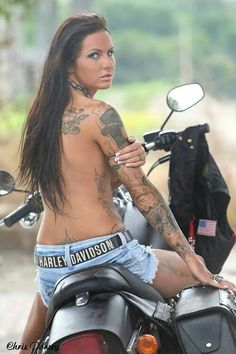 tattooed harley davidson Biker girl. www.motorcyclegirls.org