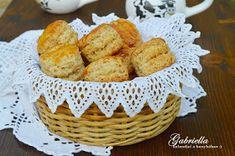 Gabriella kalandjai a konyhában :): Réteges tepertős pogácsa Kitchen Machine, Deserts, Muffin, Dairy, Appetizers, Cheese, Breakfast, Food, Morning Coffee