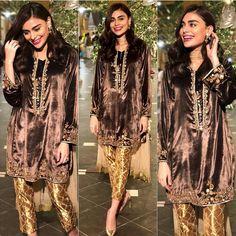Beautiful Clicks of Celebrities at the Aineeb Mehndi Velvet Pakistani Dress, Pakistani Fancy Dresses, Pakistani Dress Design, Pakistani Outfits, Stylish Dresses For Girls, Casual Formal Dresses, Simple Dresses, Tunic Designs, Designs For Dresses
