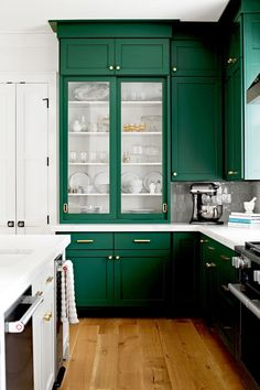 Dark Green Kitchen, Classic White Kitchen, Green Kitchen Cabinets, Kitchen Cabinetry, Kitchen Decor, Kitchen White, Glass Cabinets, Bathroom Cabinets, Green Kitchen Walls