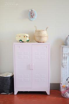 Déco : Le vestiaire rose dans sa chambre - Zess.fr // Lifestyle . mode . déco . maman . DIY