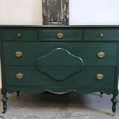 This tall, solid wood dresser was recently refinished in Hunter Green and black glaze and is now for sale in Entri Ways' online shop. Green Painted Furniture, Colorful Furniture, Paint Furniture, Furniture Makeover, Hunter Green Bedrooms, Bedroom Green, Green Dresser, Dresser Refinish, Furniture Inspiration