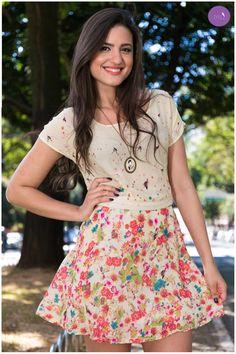 Flores, cores e um ar romântico, todo lindo esse vestido! #Vemprazas