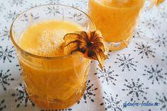 Gelber Smoothie mit Physalis, Ananas, Banane, Orange, Zitrone, Ingwer und Curcuma. #smoothie #glutenfrei #vegan