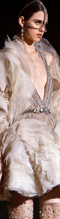 Couture 2015, Elie Saab Spring, Elie Saab Couture, Ellie Saab, Fashion Details, Fashion Design, Fashion Sketches, Designer Collection, Passion For Fashion