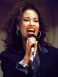 Mobile Web - Entertainment - Selena Quintanilla remembered by fans on anniversar. - Mobile Web - Entertainment - Selena Quintanilla remembered by fans on anniversar. Selena Quintanilla Perez, Selena Gomez, Kevin James, Christina Grimmie, Dimebag Darrell, Jodie Foster, Music Icon, Her Music, Van Halen