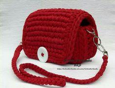 Trapillo rojo con botón inspiracion ✿⊱╮Teresa Restegui http://www.pinterest.com/teretegui/✿⊱╮