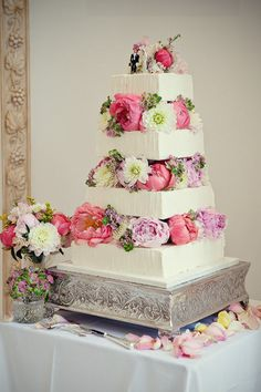 English garden wedding cake with flowers and flowers and flowers and flowers future-wedding Amazing Wedding Cakes, Wedding Cakes With Flowers, Amazing Cakes, Real Flowers, Colorful Flowers, Purple Flowers, Garden Wedding, Dream Wedding, Spring Wedding