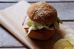 Viljattoman Vallaton: Gluteenittomat hampurilaissämpylät Hamburger, Chicken, Ethnic Recipes, Food, Eten, Hamburgers, Meals, Loose Meat Sandwiches, Cubs