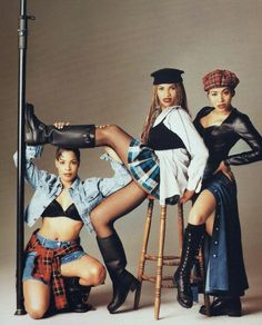 All female rap crew Salt-N-Pepa with Cheryl James (Salt), Sandra Denton (Pepa), and Deidra Roper (DJ Spinderella). I love the styling of this shoot, early hip-hop goodness with a hint of grunge. Grunge, 90s Hip Hop, 90s Outfit, 90s Theme Party Outfit, We Are The World, Hip Hop Fashion, Street Fashion, Salt N Pepa, Fashion Outfits