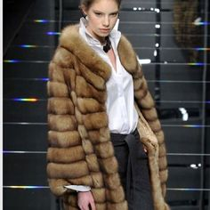 Para las frioleras como yo, un abrigo de martas cibelinas es lo más!!!! #abrigos #regalos #pieles #mefascinan