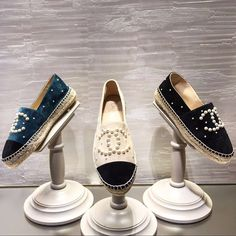 "3,952 Me gusta, 113 comentarios - Charis • Lvlover cc (@lvlovercc) en Instagram: ""New Chanel espadrillesLove anything with pearls"""