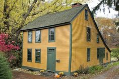 They certainly knew how to build houses in 1670! This wonderful Connecticut saltbox is listed on the National Register of Historic Places, and the owners won a preservation award in 1998 for their restoration work. intertior shots: http://circaoldhouses.com/property/charming-early-colonial-in-norwich-connecticut/
