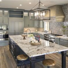 Good morning! Starting the week off with this kitchen that has me inspired! Thank you for sharing @lustercustomhomes your gorgeous work!