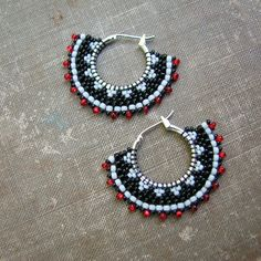 Beaded Hoop Earrings using Brickstitch Technique by Sylvia Windhurst Seed Bead Jewelry, Seed Bead Earrings, Beaded Earrings, Earrings Handmade, Handmade Jewelry, Seed Beads, Bijoux Masai, Masai Jewelry, Beaded Jewelry Patterns