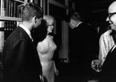 La inyección letal que acabó con Marilyn. Read the text of the link.