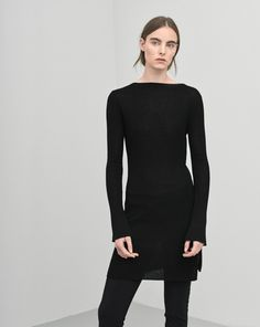 Slim long sleeve tunic with moved side slits. Fitted fine drapey tencel wool rib, ideal for layering.  <br><br> - Soft lyocell wool<br> - Slim long fit<br> - Long slim sleeves<br>
