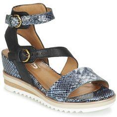 Cette sandale noire signée Mjus se destine aux citadines en quête d'un modèle féminin. Muni de brides en et d'une semelle en synthétique, ce modèle se présente comme un véritable allié des journées ensoleillées. Et confortable avec ça ! - Couleur : Noir/serpent bleu - Chaussures Femme 116,10 €