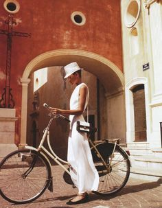 A white Bike. Bicycle. Dutch Bike.