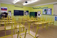 Celoživotné vzdelávanie zohrá dôležitú úlohu v reforme školstva v SR - Slovensko - TERAZ.sk Bar, Table, Furniture, Home Decor, Decoration Home, Room Decor, Tables, Home Furnishings, Home Interior Design