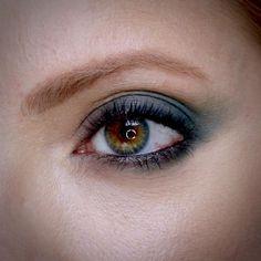 Julia Petit olhos verdes e boca nude