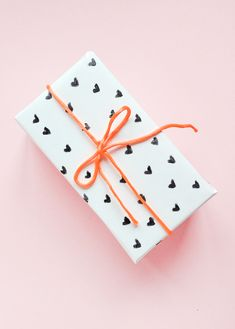 50 Romantic DIY Valentine's Day Gift Wrapping Ideas - Page 62 of 150 - CoCohots Wrapping Ideas, Creative Gift Wrapping, Gift Wrapping Paper, Creative Gifts, Gifts For Your Mom, All Gifts, Cute Gifts, Homemade Valentines, Valentine Day Gifts