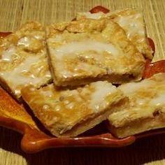 Danish Pastry Apple Bars I Banana Bread Recipes, Apple Recipes, Danish Dough Recipe, Cream Cheese Puff Pastry, Apple Pie Bars, Base Foods, Relleno, Yummy Food, Delicious Recipes
