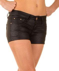 Dames korte broek wetlook zwart €18,50 36 t/m 42  Dames korte broek gecoate wetlook in het zwart voor €18,50 beschikbaar in de maat 36 t/m 42. Leuk in combinatie met diverse tops en truitjes