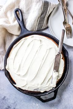 This Keto Cinnamon Roll Cake with Cream Cheese Icing is delicious for dessert or breakfast! It even has a hidden vegetable! Low Carb Deserts, Low Carb Sweets, Ketogenic Desserts, Keto Snacks, Ketogenic Diet, Paleo Treats, Low Carb Keto, Low Carb Recipes, Paleo Recipes