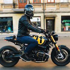 Cafe Bike, Bmw Cafe Racer, Cafe Racer Motorcycle, Motorcycle Outfit, Cafe Racers, Bmw Motorbikes, Cool Motorcycles, Bike Style, Moto Style