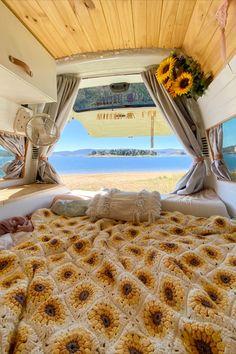 Van Interior, Interior And Exterior, School Bus Camper, Kombi Home, Bus Living, Van Home, Bus Life, Home And Deco, My New Room