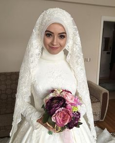 Some of my brides can be on the crack like me ım so much fun that I have prepared a perfect chat for my bride-to-be muh # makeup # Gelinbaş of # I türbantas Muslimah Wedding Dress, Hijab Style Dress, Muslim Wedding Dresses, Muslim Brides, Bridal Dresses, Wedding Gowns, Bridesmaid Dresses, Bridal Hijab, Hijab Bride