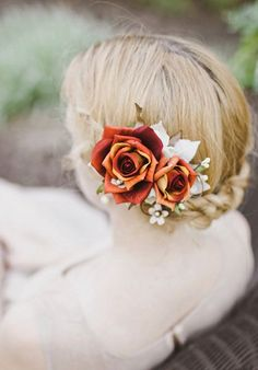 Rustic rose hair clips for the bride and the bridesmaids #wedding #weddinghair #fall #autumn #rose
