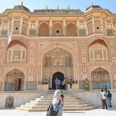 Amber Fort, Jaipur, India. Photo courtesy of kaltham via dametraveler on Instagram.