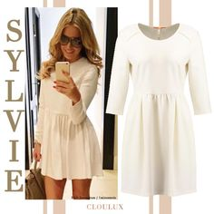 Sylvie Meis trägt das wohl süßeste Kleid der Saison: Ein strahelnd weißes Schmock Kleid mit langen Ärmeln und trendy Rundhals.