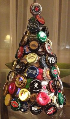Tannenbaum tinker: 30 creative DIY ideas for Christmas crafts - Make a Christmas tree out of beer coasters - Beer Cap Art, Beer Bottle Caps, Bottle Cap Art, Diy Bottle, Bottle Crafts, Bottle Cap Images, Creative Christmas Trees, Christmas Tree Design, Beer Can Christmas Tree