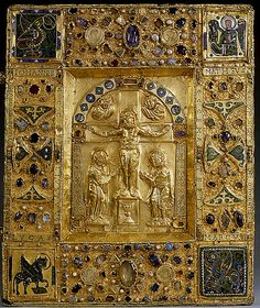Gold bk cover from Trier, Louvre Medieval Books, Medieval Manuscript, Illuminated Manuscript, La Passion Du Christ, Ottonian, Louvre Paris, Early Middle Ages, Byzantine Art, Book Of Hours