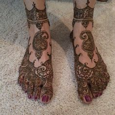 This sensational mehndi artist shows off her amazing henna skills in this year