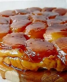 Zem large and small delicacies .: La Tarte Tatin of chef Paul Bocuse. French Desserts, No Cook Desserts, Dessert Recipes, Chefs, Sweet Pie, Sweet Tarts, Wine Recipes, Cooking Recipes, Chef Paul