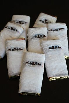 chocolate bar mummies.. Good idea for wrapping the chocolate bars before handing out on Halloween! :)