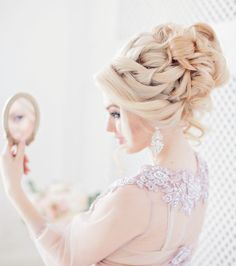 wedding hairstyle idea; photo: Liliya Fadeeva via Websalon Wedding This look would be so much classier on a brunette