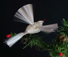 CBS - Lauscha Vogel mit Glasfaserflügel um 1930 - Schwirrvogel (# 4371) Christmas Bird, Vintage Christmas Ornaments, Glass Birds, Incense, Dandelion, Wings, Ebay, Flowers, Plants
