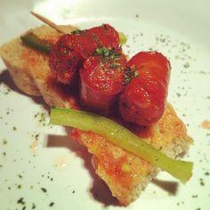 Montadito de chistorra con pimiento verde, clasico!  Photo by tapasbar • Instagram