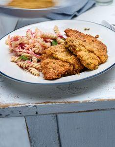 L'escalope viennoise classique, c'est du passé. Il est grand temps de laisser libre cours à ta créativité! Nous ajoutons deux ingrédients simples à notre panure et donnons plus de croustillant et de saveur à notre escalope de veau. Wiener Schnitzel, Mayonnaise, Valeur Nutritive, Nutrition, Saveur, Meat, Chicken, Food, Lime Juice