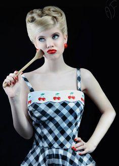 Lily Cherry Kleid: Rockabilly / Vintage-Stil / Pin-up Kleid von TiCCi Rockabilly Kleidung - Checkered cherry dress By TiCCi von TicciRockabilly auf Etsy Source by borchersstade - Pin Up Rockabilly, Rockabilly Vintage, Rockabilly Outfits, Rockabilly Fashion, Retro Fashion, Vintage Fashion, Rockabilly Clothing, Emo Outfits, Lolita Fashion